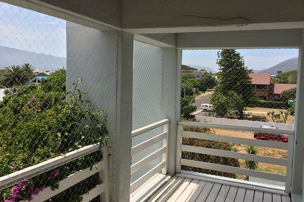 BALCONIES AND STAIRS ** Childproof your home ! ** SAFETY NET SYSTEM FOR WINDOWS